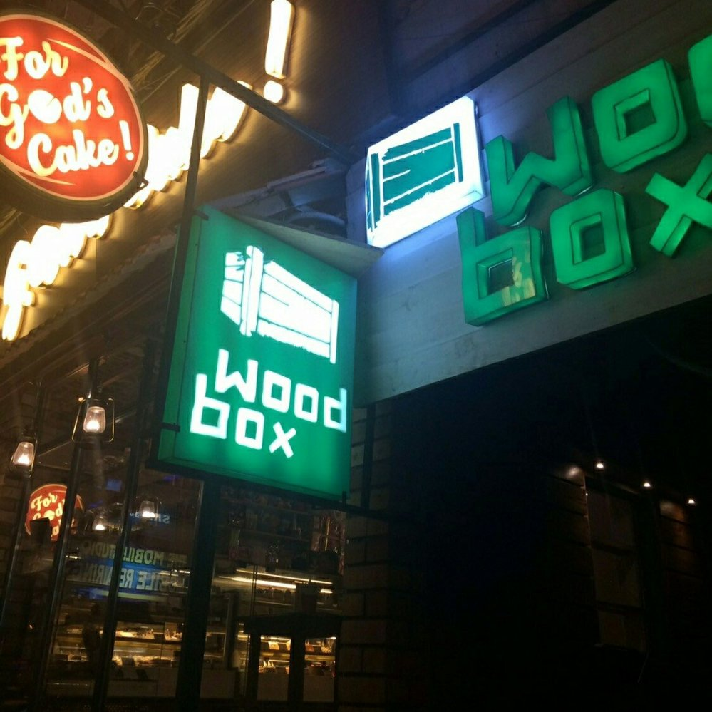WoodBox Cafe, Hudson Lane